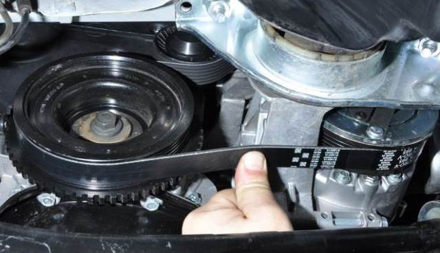 Профилактика приводного ремня генератора и натяжного ролика - всё о ремонте Лада